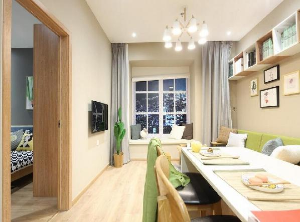 华美精致的设计基调,大气细腻的雕琢,让欧洲古典主义气息弥漫整个室内空间。
