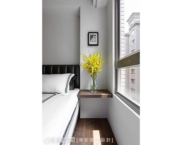 京彩设计善用结构梁柱,并以木层板延伸出床头边桌,成功将梁柱问题化危机为转机。