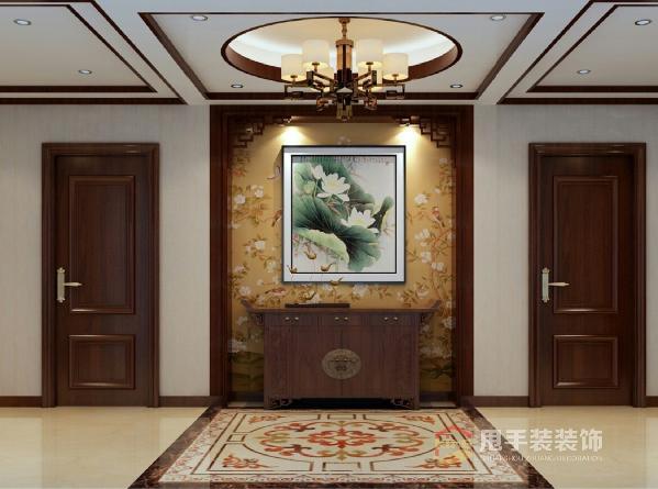 门厅区域,门厅顶面的吊顶与地面的拼花相呼应,吊顶周边以中式元素加以图片