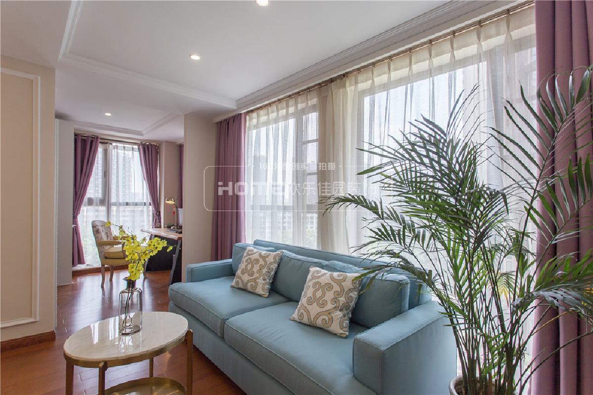 同时把书房、休闲区、衣帽间都纳入主卧内,打造独属于业主的卧室空间。