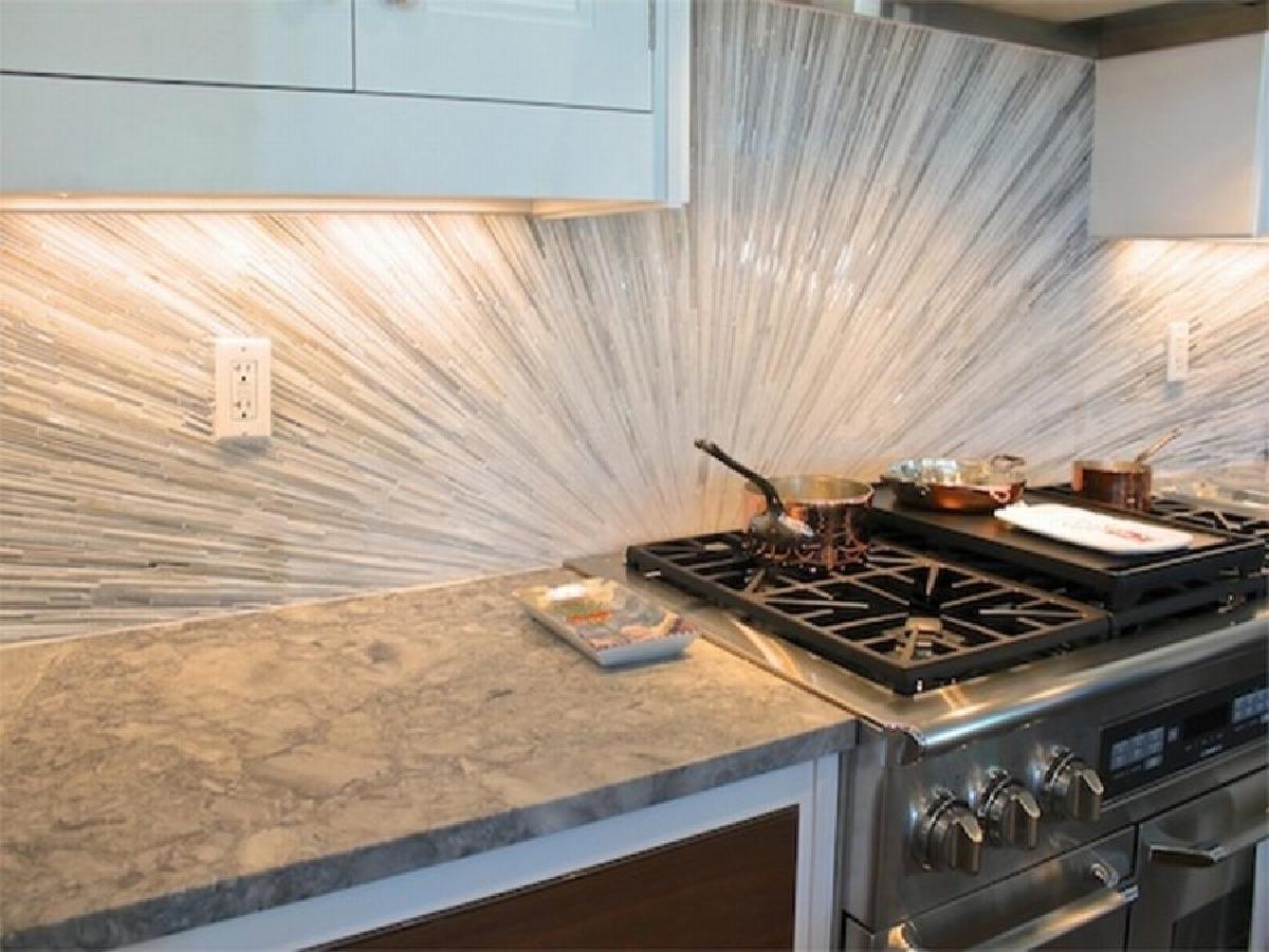 喜欢这种玻璃砖的艺术和创意。虽然微妙,但它肯定会带来一个独特性和个性化在您的厨房。