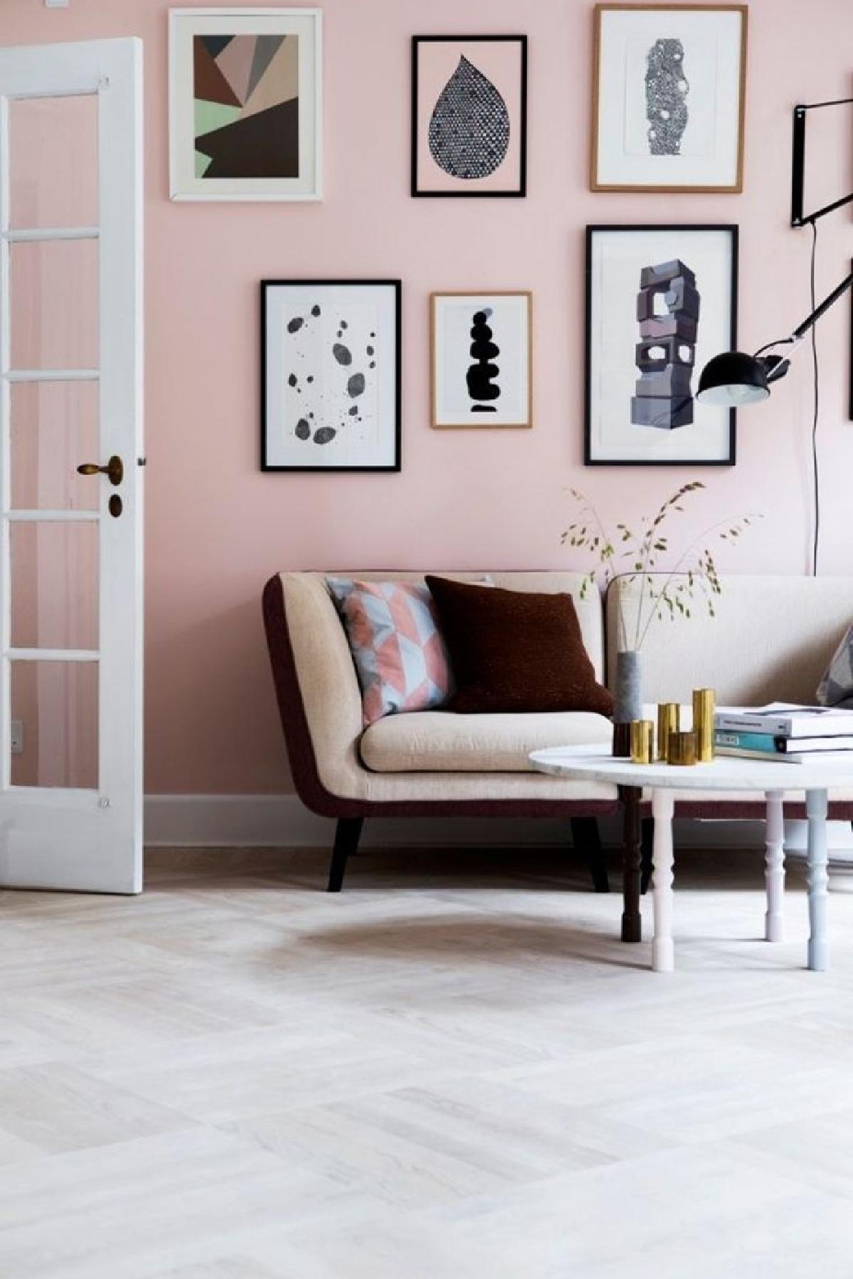 不要为一种色调搭配搭配,搭配不同色调的粉红色的高档外观。选择你最喜欢的粉红色的色调,并将其混合在紫红色或粉红色的粉红色的不同形状和装饰配件中。这将创造一个全新而独特的房间。