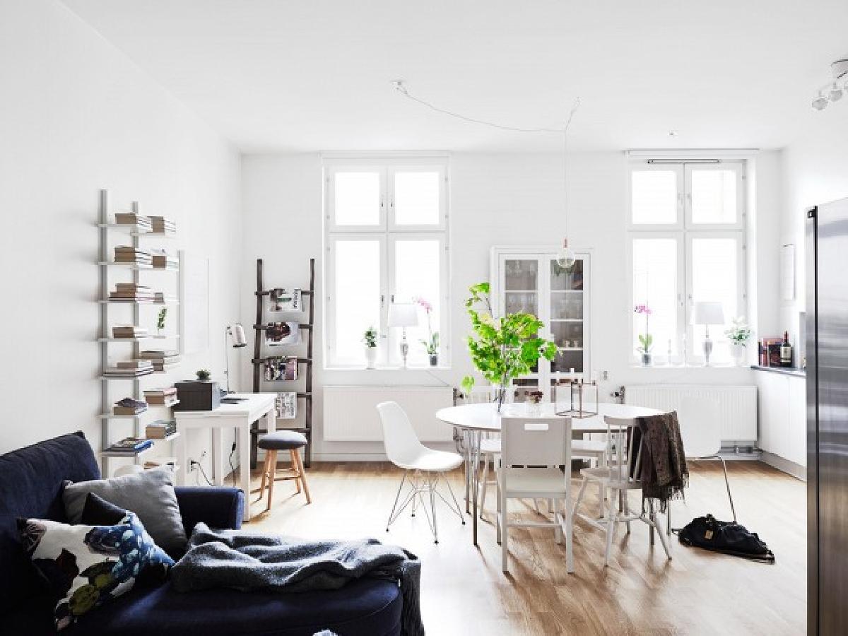 最小的装饰可以是关键。如果你想要一个看起来既现代又清新的干净的空间,不要太过于疯狂。使用自然光,新鲜植物和干净的调色板。