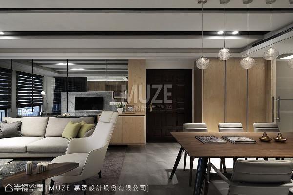 慕泽设计团队使用自然材质搭配浅灰色调,营造出轻松无压的舒适氛围,并以现代语汇为设计主轴,围塑一间四口之家。