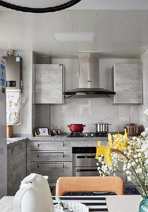 厨房图片来自家装大管家在让型男心动 70平酷雅工业风公寓的分享