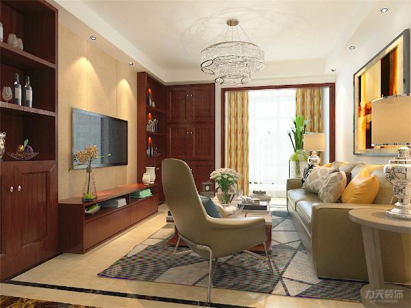 在房子入户及电视墙设计了通顶定制储物柜,同时电视墙的储物柜又满足了电视墙的审美需求,一举两得