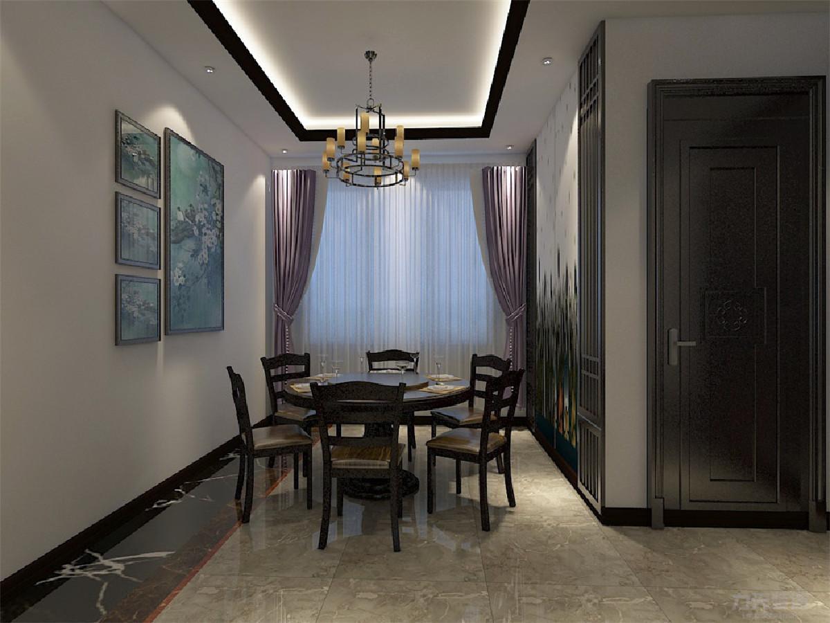 餐厅两边都有中国风的装饰,窗帘与客厅沙发颜色相呼应,很有特色