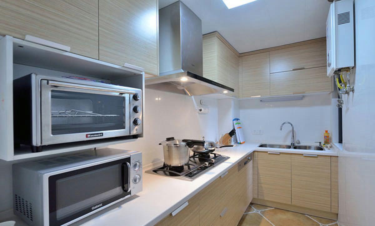 厨房 厨房是这个样子的,很简洁,不大的空间却装出了大容量。