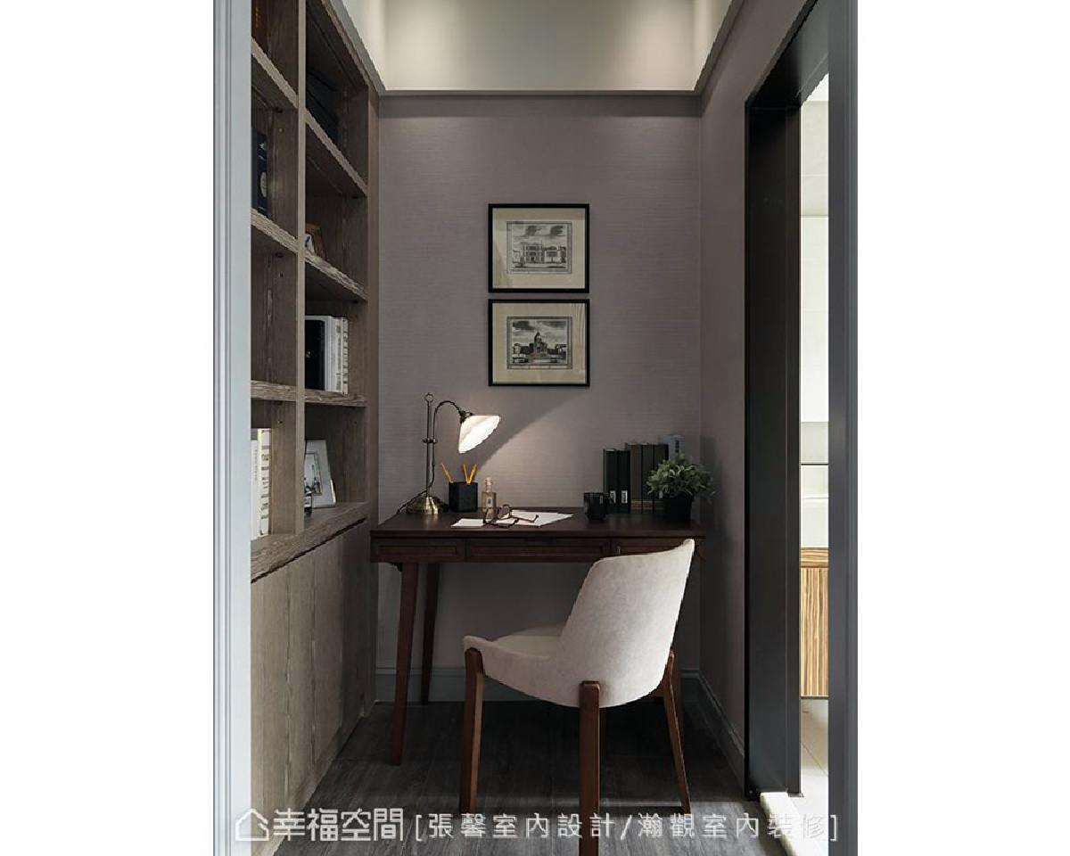 为使卧房主人拥有独立的阅读工作空间,特别设置一张书桌及大面书柜,让卧房内也能散发书香气息。