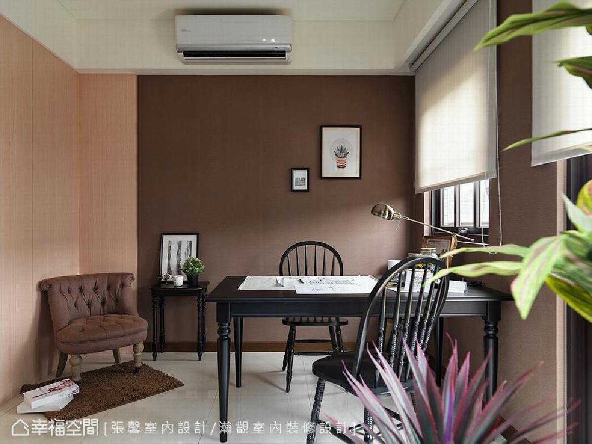 四楼空间原来设定为佛堂,但是也可以作为小朋友的活动空间或工作室,享受顶楼悠闲日光。