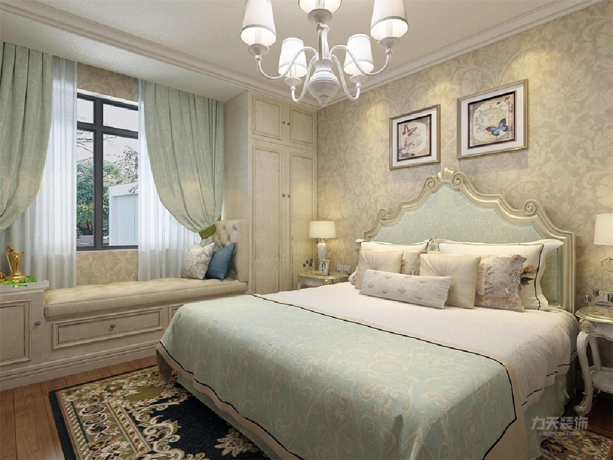 小卧室整体后推,整个小卧室采用通铺榻榻米的形式,扩大餐厅空间。在卧室的设计中,窗台边采用了通顶衣柜加榻榻米的形式,增加收纳空间,墙面采用和客餐厅一样的壁纸,使整个空间和谐而又统一。