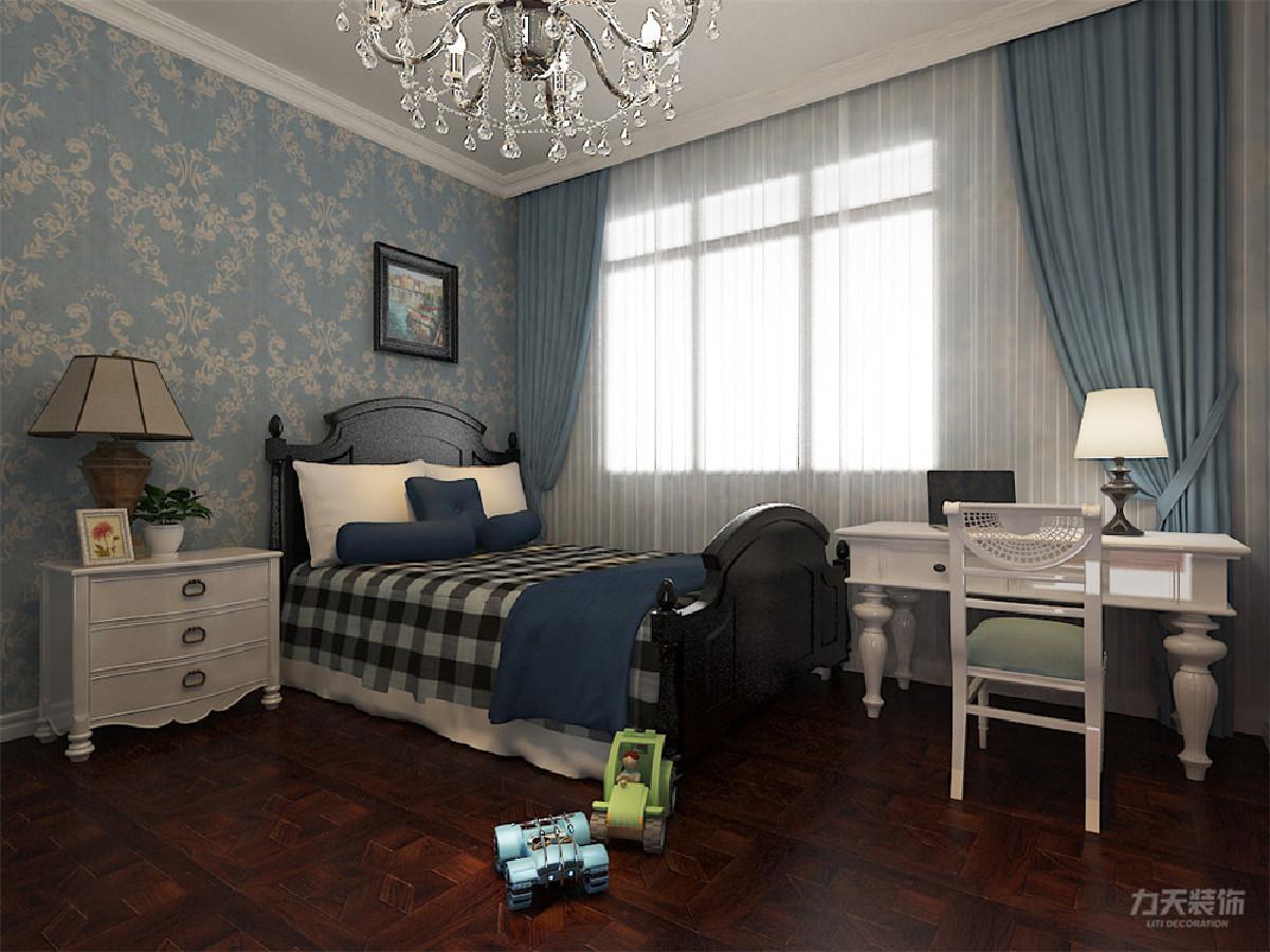 主卧放置双人床,衣帽柜,整体家具靠墙放置,布局合理,主卧室的左侧 是书房的位置,书房的书柜靠墙放置,非常适合看书