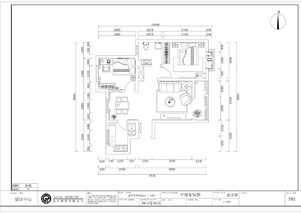 该户型规矩方正,南北通透,光线充足,空间合理,可以为住户创造舒适的住房体验。从入户门进入,右面是客厅,面积较大,带有阳台,采光很好,视野开阔,与客厅相邻的是主卧,主卧为于最里面增加了空间的私密性