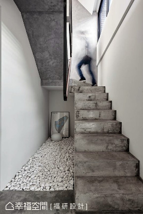 三居 跃层 楼梯图片来自幸福空间在139平鱼之乐的分享