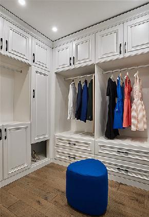 衣帽间图片来自家装大管家在浅色系风情 98平北欧宜家时尚家的分享