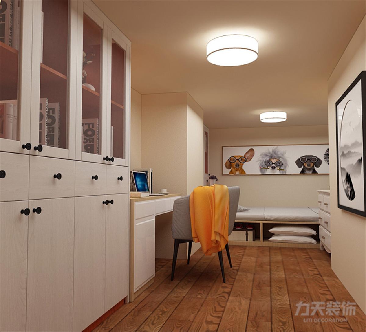 沙发c餐桌位置不变,把卫生间加大,充分合理利用每一寸空间,阳台位置放置榻榻米柜子,又能储物收纳,又能休息养花,合理利用空间,居住舒适。