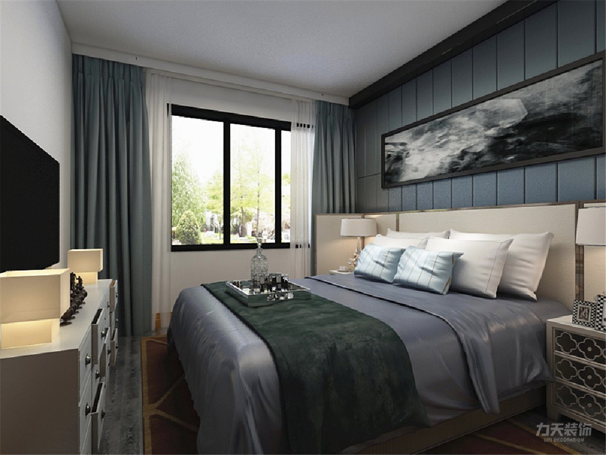 主卧的地面采用实木地板铺贴,电视柜具有储藏功能。以挂画作为装饰,让卧室空间更增趣味。