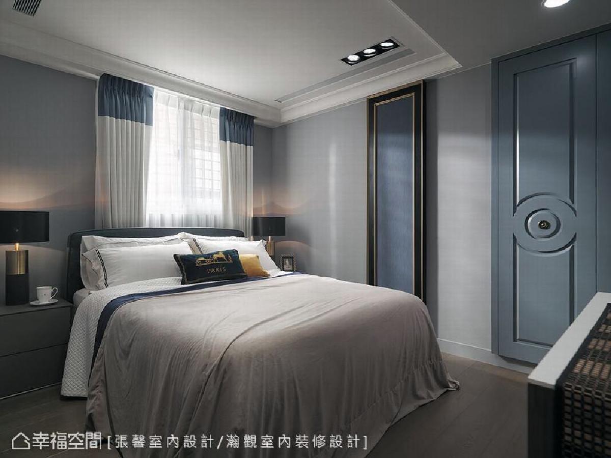 客房利用时尚的法式线条刻划,轻抹上沉静的蓝灰色,营造客房的轻柔雅致情调。