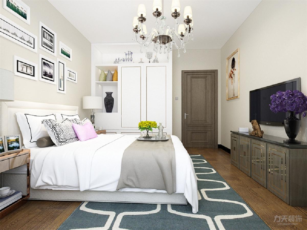 卧室的设计整体很素雅,业主疲惫时会很放松,本设计整体很温馨,舒适,适合居住