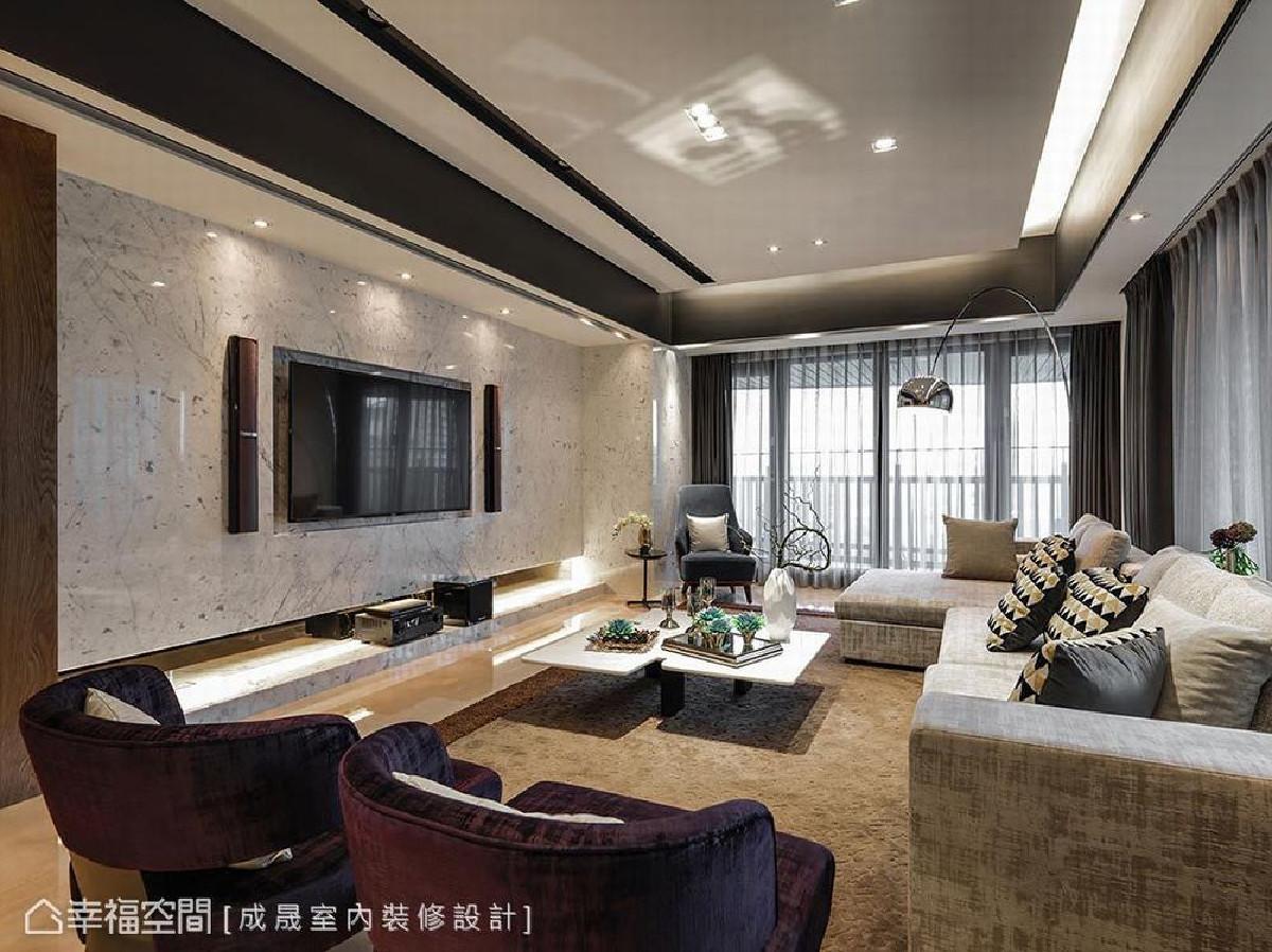 主墙采纹理清新有质感的雕刻白大理石,并延伸至右侧结构柱体,以消弭重量感,并搭佐明亮的配色与照明安排,使得视觉感官更为开阔。