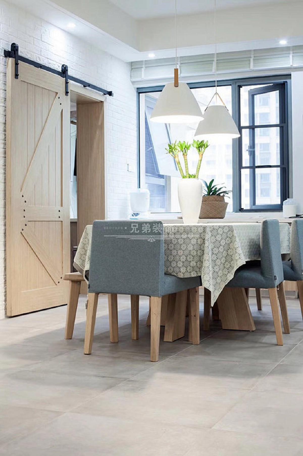 精心选搭高质感的家具、软件及装饰摆件,堆栈生活的品味与美感,让人置身其中,都时刻能感受到无比的舒适与幸福。