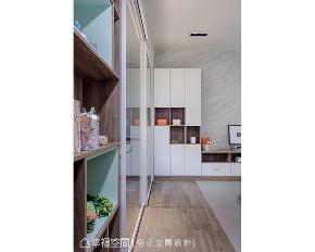 三居 北欧 旧房改造 其他图片来自幸福空间在老屋化身83平北欧小豪宅的分享
