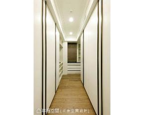 大户型 四房 衣帽间图片来自幸福空间在优雅气韵 248平古典美大宅的分享