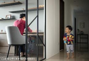 现代 大户型 三居 书房图片来自幸福空间在最亲近的陪伴 264平温馨亲子住宅的分享