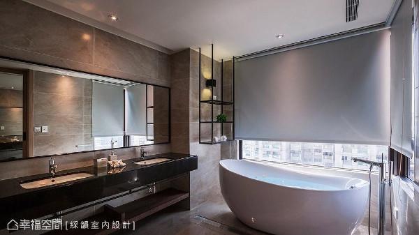 窗外拥有绝佳的视野,于窗边设置蛋型浴缸,营造有如五星级饭店般的顶级享受。