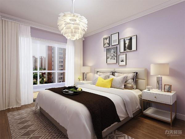 主卧的设计中,整体采用淡紫色乳胶漆,是整个空间创造一种浪漫的感觉。次卧采用了淡蓝色乳胶漆,使整个空间显得干净明亮。