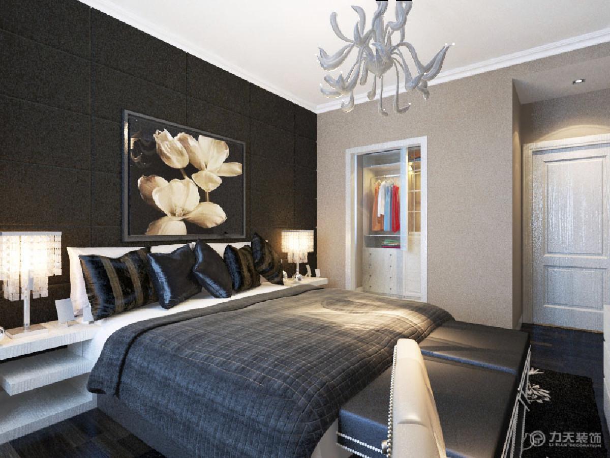 卧室的设计以深色调为主,深色的颜色,体现业主的成熟稳重,处处凸显大方,高端不会应为是简欧而失去高雅的成分。