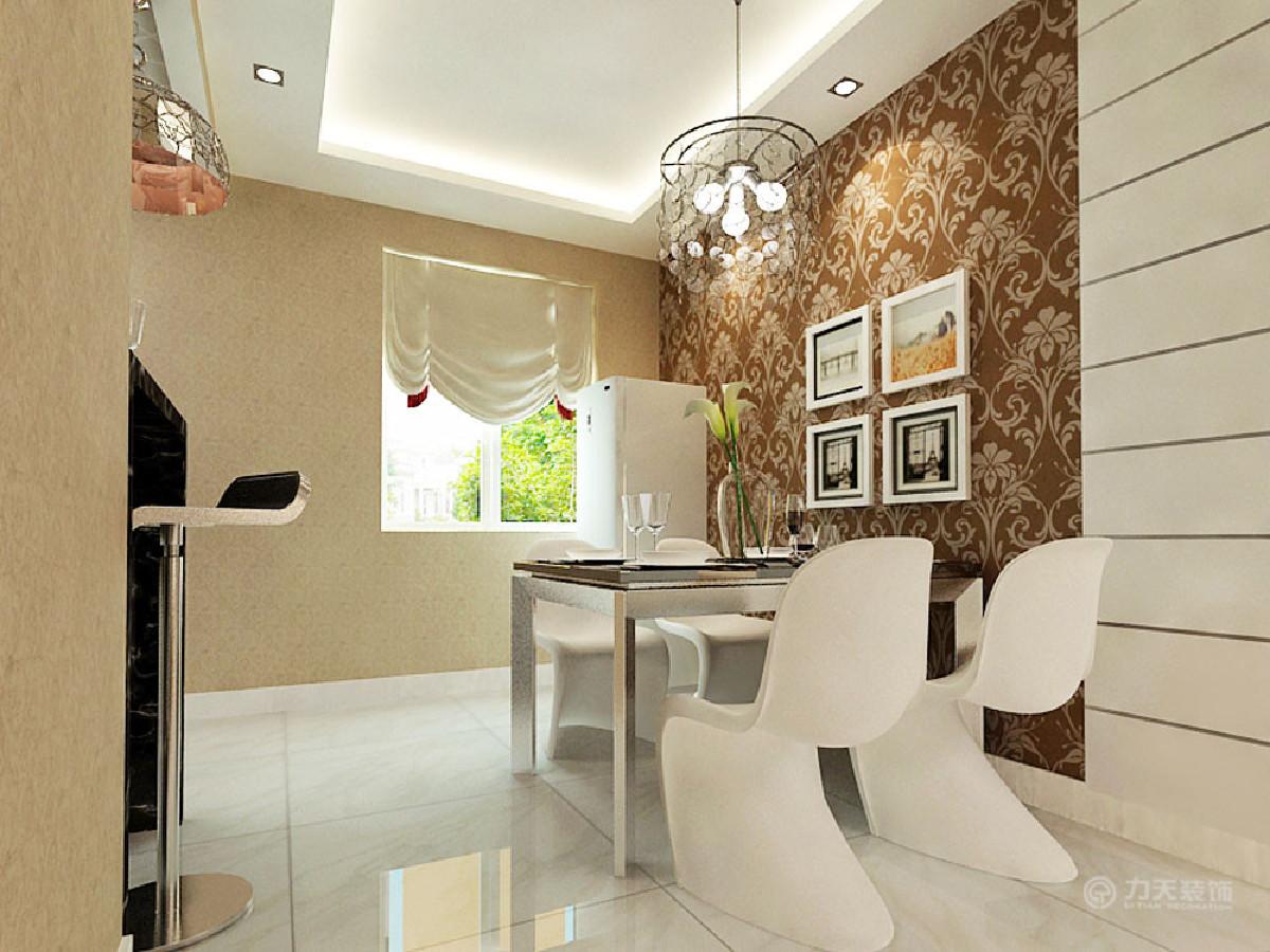 餐厅放了四人桌,餐厅背景墙的壁纸与整体空间的壁纸相区分开,颜色稍重些,餐厅背景墙也采用了石膏板拉缝,与客厅相对应。