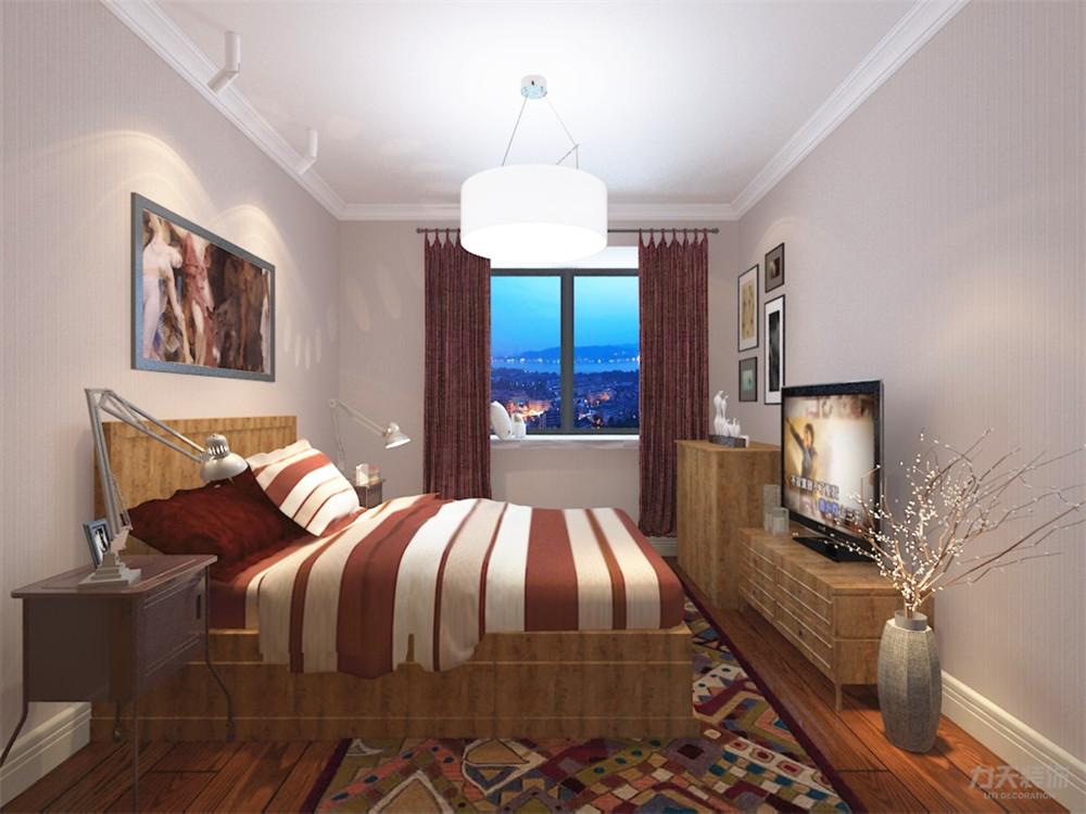 主卧室采用干净明亮的暖黄色调为主,吊顶以石膏线做了简单的造型,并在图片