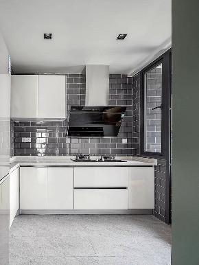 厨房图片来自家装大管家在100平原木北欧3居 简单才有品位的分享