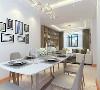 整个客餐厅都是白灰色为主的现代风格家具,洁净大方,电视背景墙做成了书架,能显得空间更加有书香气息,体现主人的风格,整体风格更为突出美观