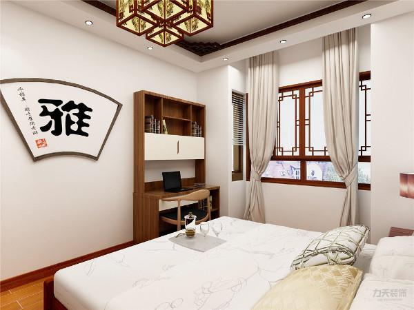 主卧和次卧采用橡木实木地板,具有比较鲜明的山形木纹,韧性极好,地板的稳定性相对较好,搭配黄花梨优质高端的床和床头两边的复古灯饰给人一种从容的古雅浪漫。