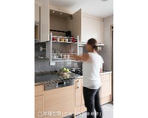 三居 现代 旧房改造 厨房图片来自幸福空间在自然零负担 125平清爽耐看放松宅的分享