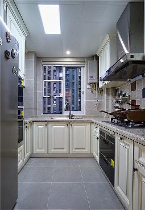 厨房图片来自家装大管家在109平美式大气之家 打造永恒爱的分享
