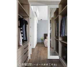 三居 现代 衣帽间图片来自幸福空间在145平私房藏书好感居家的分享