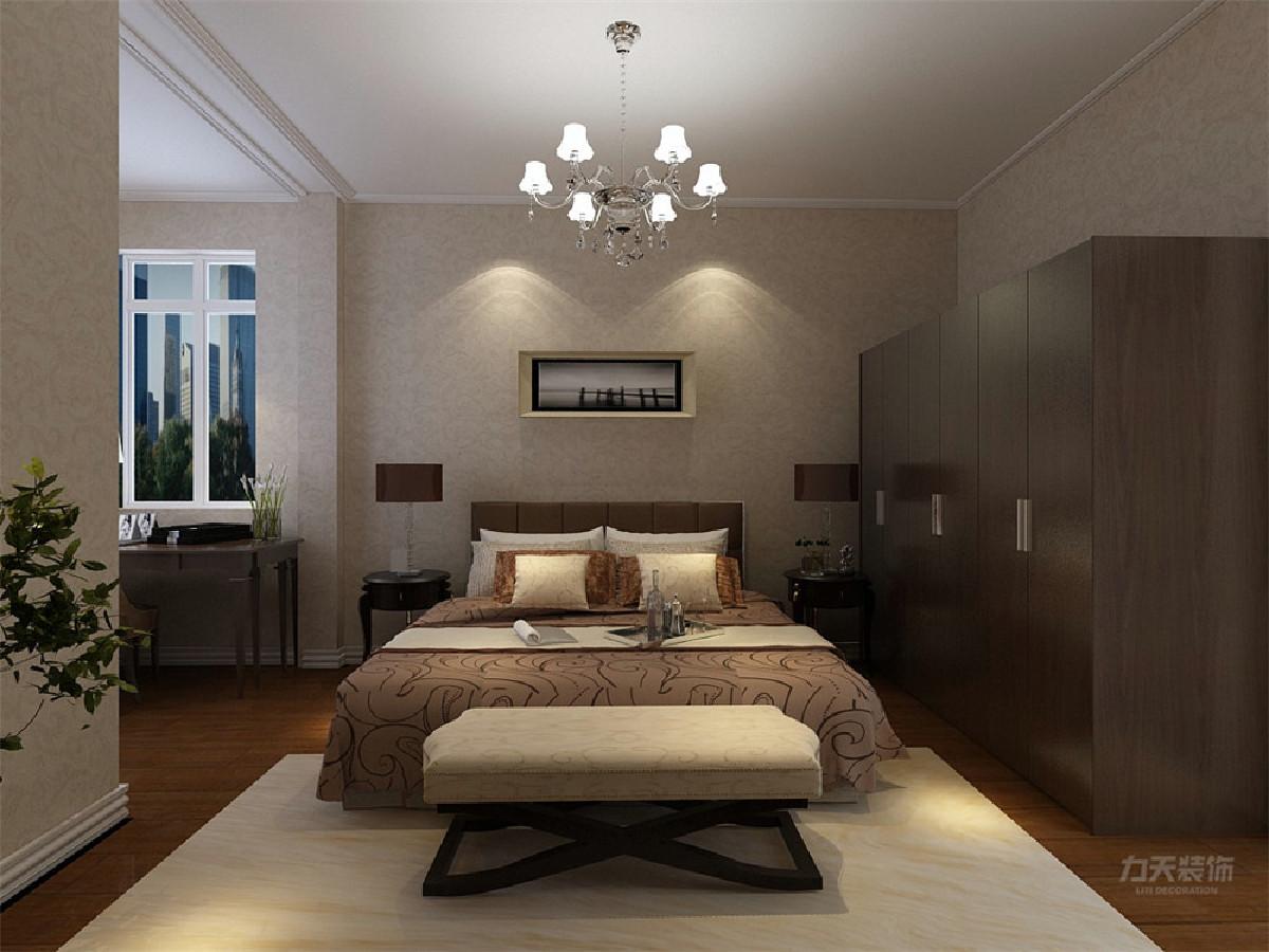 衣柜和电视柜采用比地板深的木质家具,并用绿植,小艺术品装饰,使整个卧室安静却又不失活力。