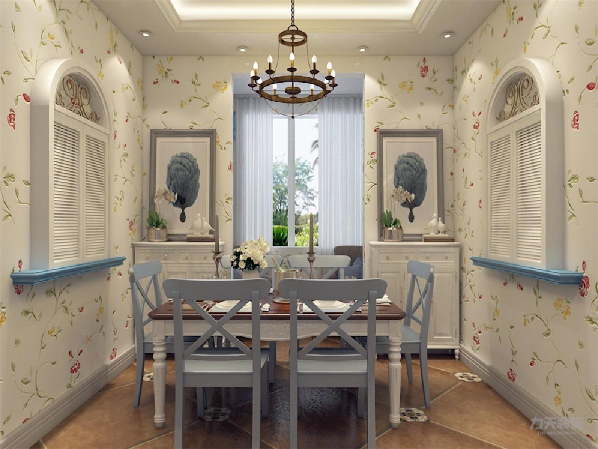 餐厅的吊顶与客厅相一致,餐厅装饰性的百叶窗凸显风格。