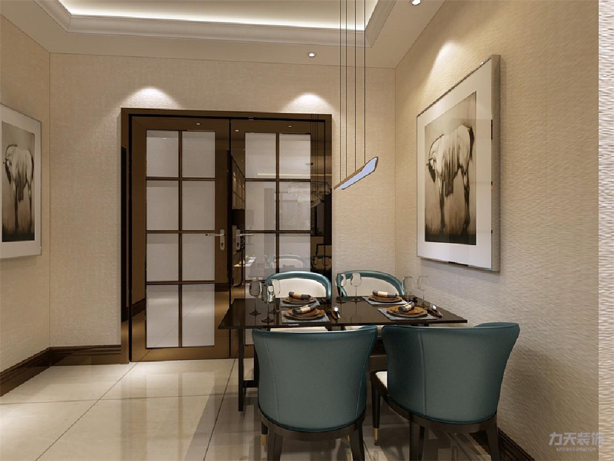 在餐厅和客厅的设计上除了多功能的布置之外。