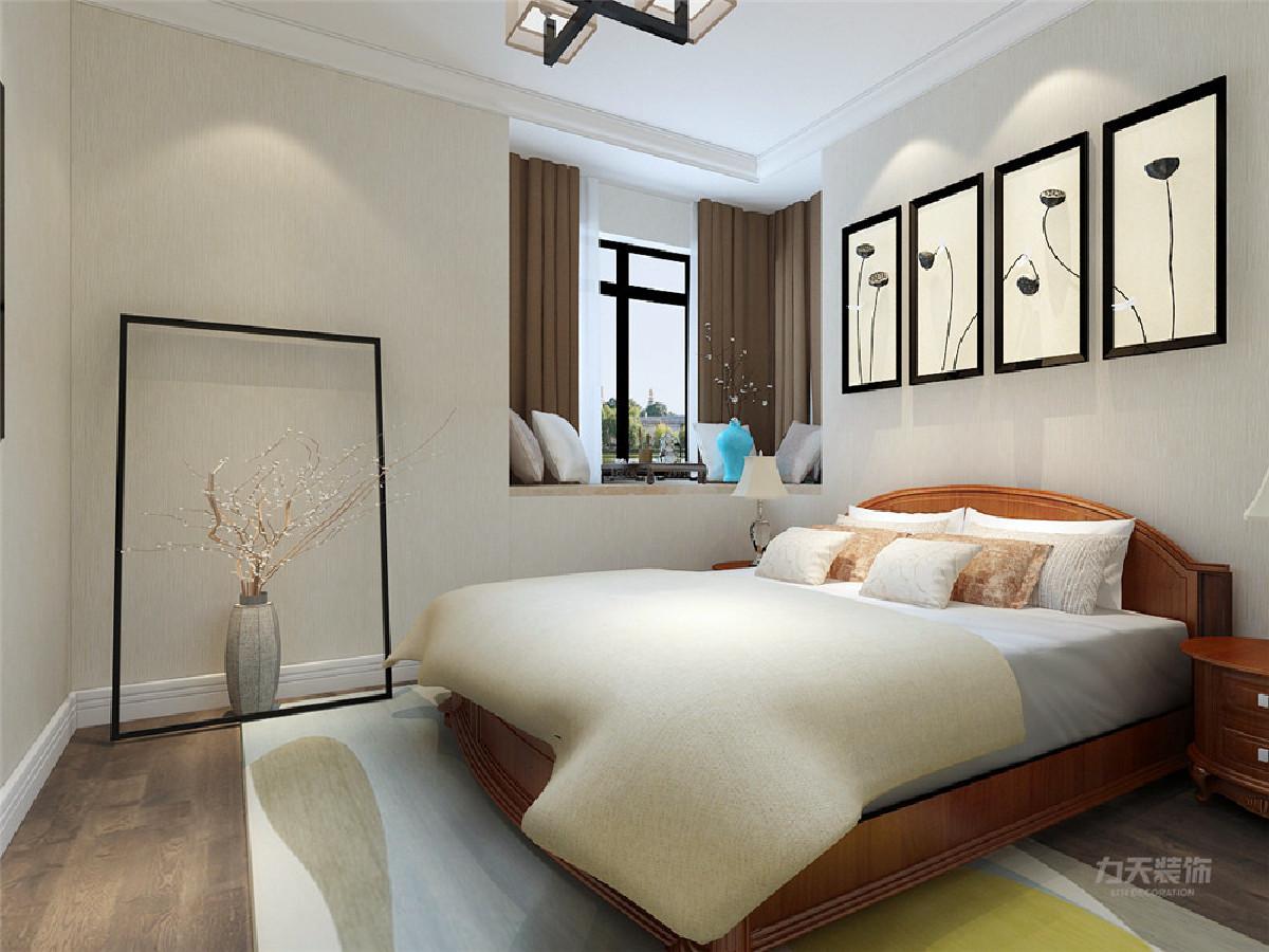 主卧的色彩方面秉承了传统古典风格的古典和华贵,但与之不同的是加入了一些现代的元素,颜色层次丰富,打破了传统的沉闷感,呈现着时尚的特征。