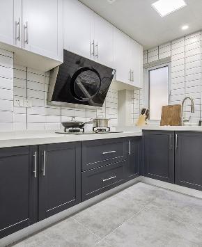 厨房图片来自家装大管家在140平现代北欧3居 拒绝单调冷淡的分享