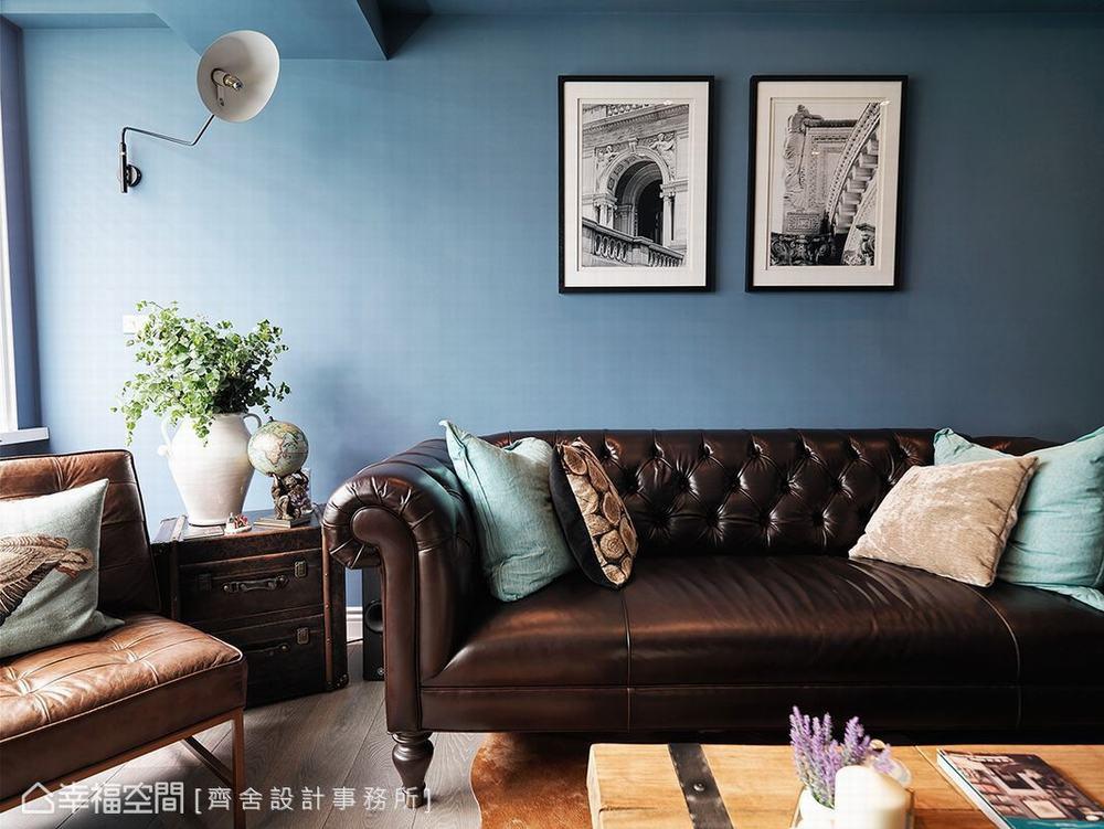 搭配拉扣古典皮革沙发与仿旧的皮箱式矮几,工业风壁灯,黑白摄影等单品图片