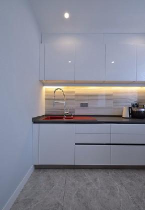 厨房图片来自家装大管家在沉静空间 132平简约现代轻奢3居的分享