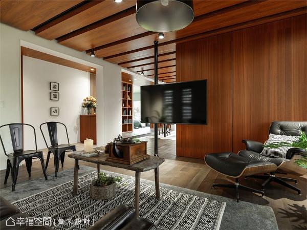 充沛采光 当公领域中充沛的自然光随窗入室,衬托出空间里原木建材的自然质感。