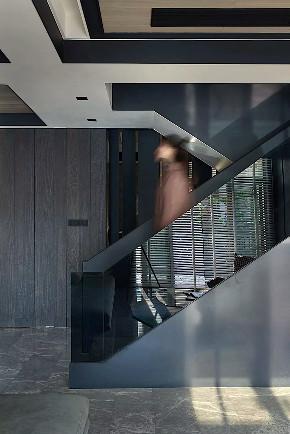 佘山一品 别墅装修 后现代风格 腾龙别墅 楼梯图片来自周峻在佘山一品别墅项目装修经典黑白灰的分享
