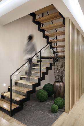 浦江华侨城 别墅装修 现代风格 腾龙设计 楼梯图片来自周峻在浦江华侨城别墅项目装修设计的分享