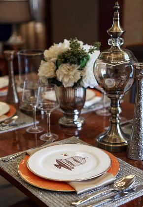 新古典 三居 四居 大户型 跃层 复式 80后 小资 餐厅图片来自高度国际姚吉智在172平米新古典主义优雅浪漫的分享